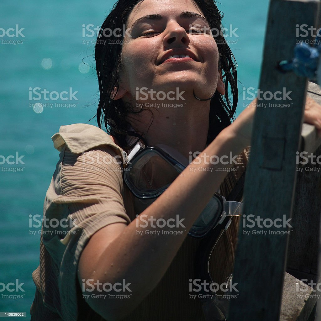La plongée avec masque et tuba au sebola island photo libre de droits