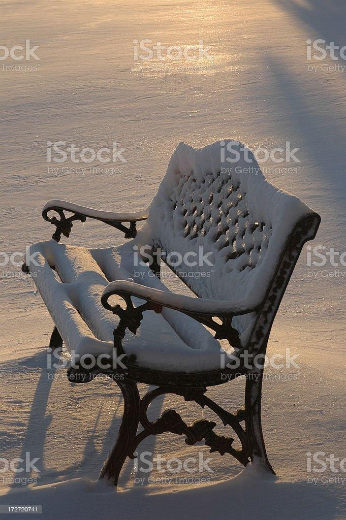 Снег на скамейке Стоковые фото Стоковая фотография
