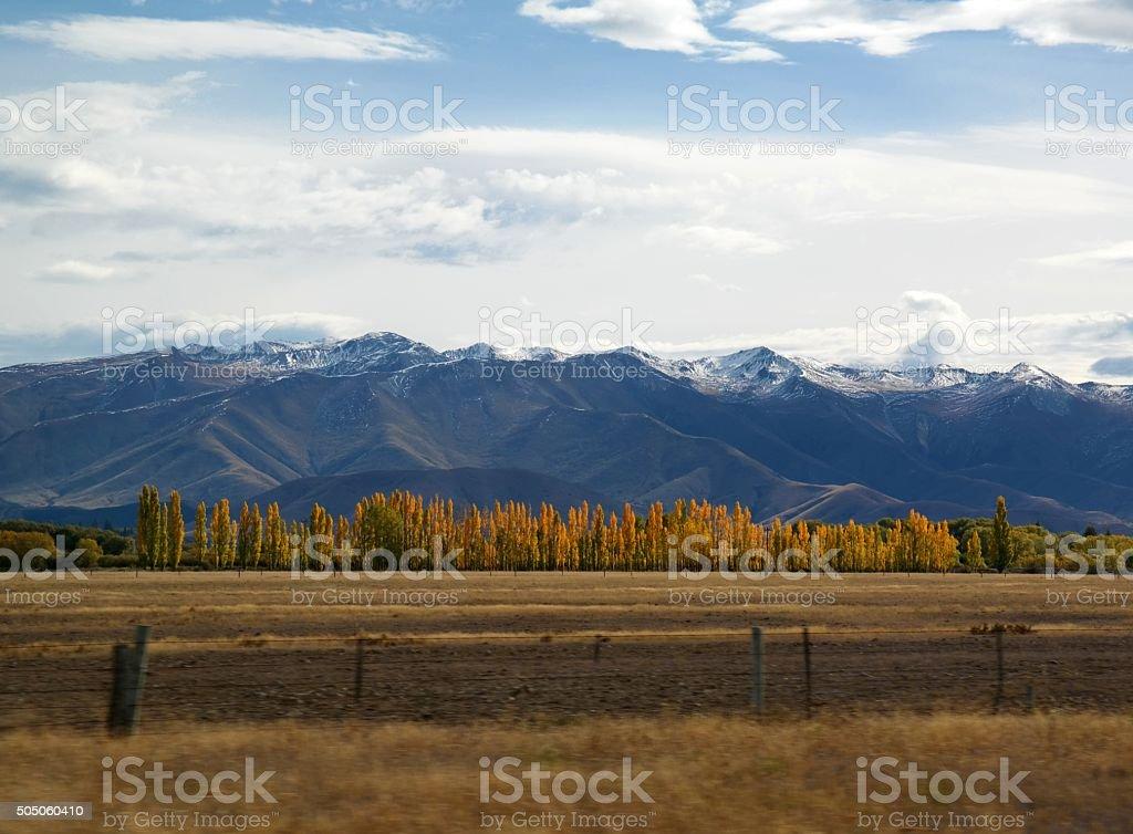 Schneebedeckte Berge im Herbst Farben und Bewegung verwischen Lizenzfreies stock-foto