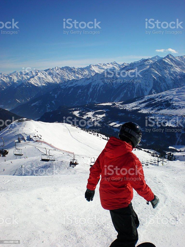 Snowboarder f?hrt den Berg hinab royalty-free stock photo