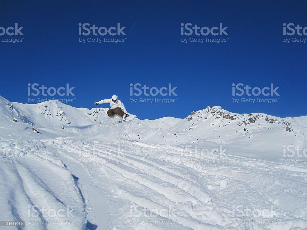 Atleta de snowboard Saltos na Neve recente foto de stock royalty-free