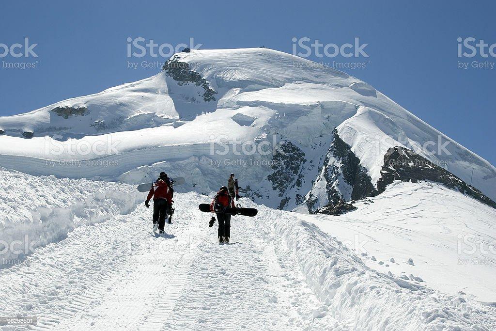 Snowborder und Allalinhorn stock photo
