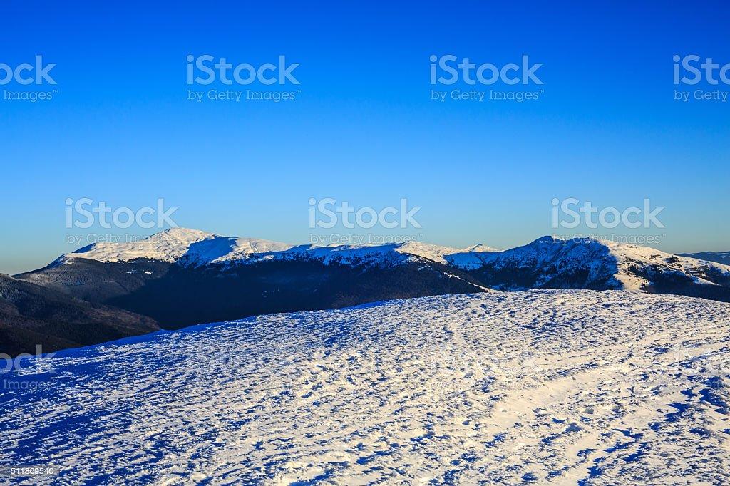Chaîne de montagnes enneigées photo libre de droits