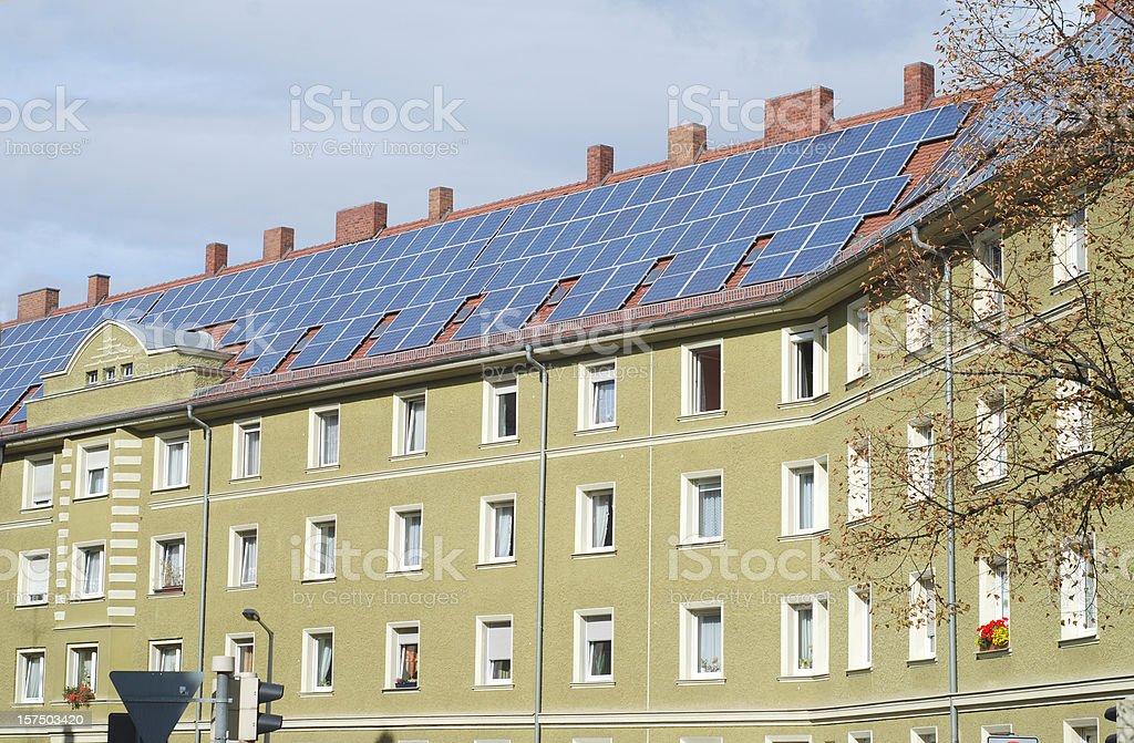 solar house condominium - Solarpanels auf Mietshaus stock photo
