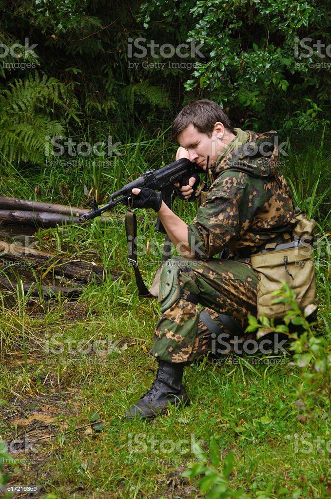 Soldado em floresta foto de stock royalty-free