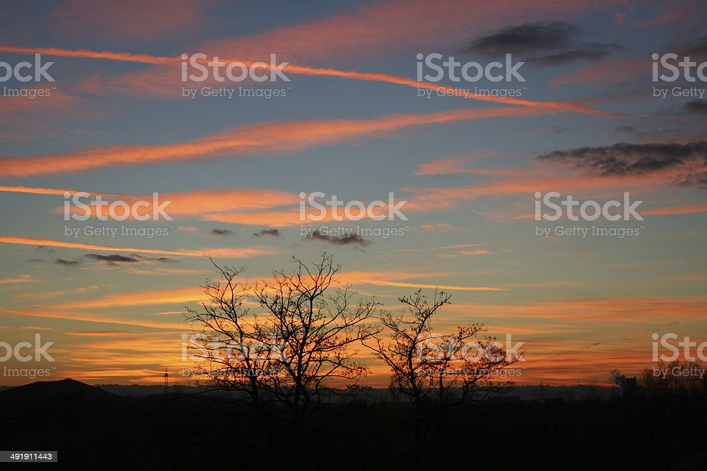 Sonnenuntergang und rote Wolken royalty-free stock photo