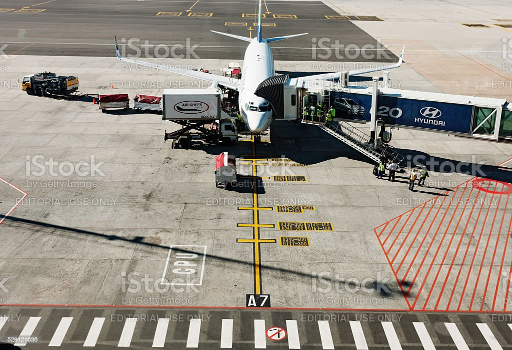 South African Airways Boeing 737 being replenished, Cape Town Airport stock photo