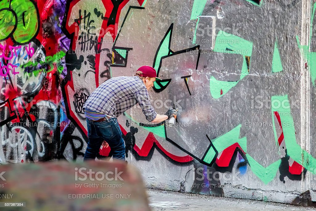 Southbank Skatepark, Graffiti Artist Spray Painting Wall Art. stock photo