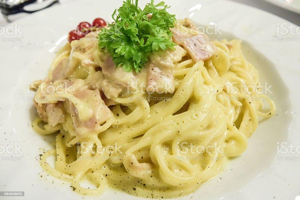 Spaghetti Carbonara - Italian food in a pizzeria Lizenzfreies stock-foto