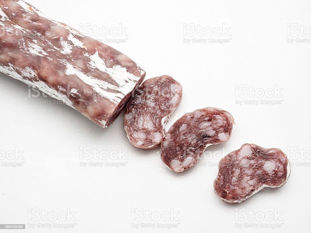 Espanhol salame fuet no fundo branco foto royalty-free