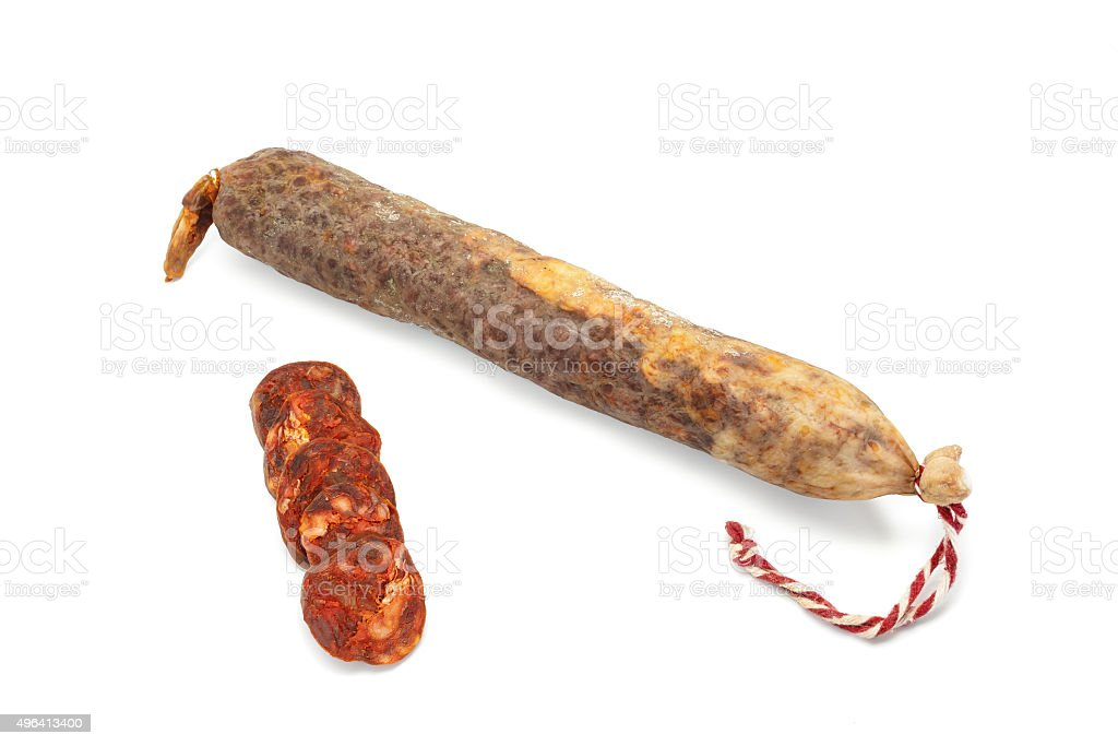 Salsicha espanhola em branco. Lean carne suína, páprica, sal, alho. foto royalty-free