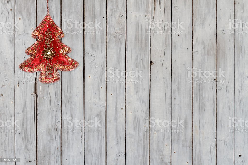 Sparkling Christmas Tree Velvet Ornament on Weathered Wooden Background – Foto