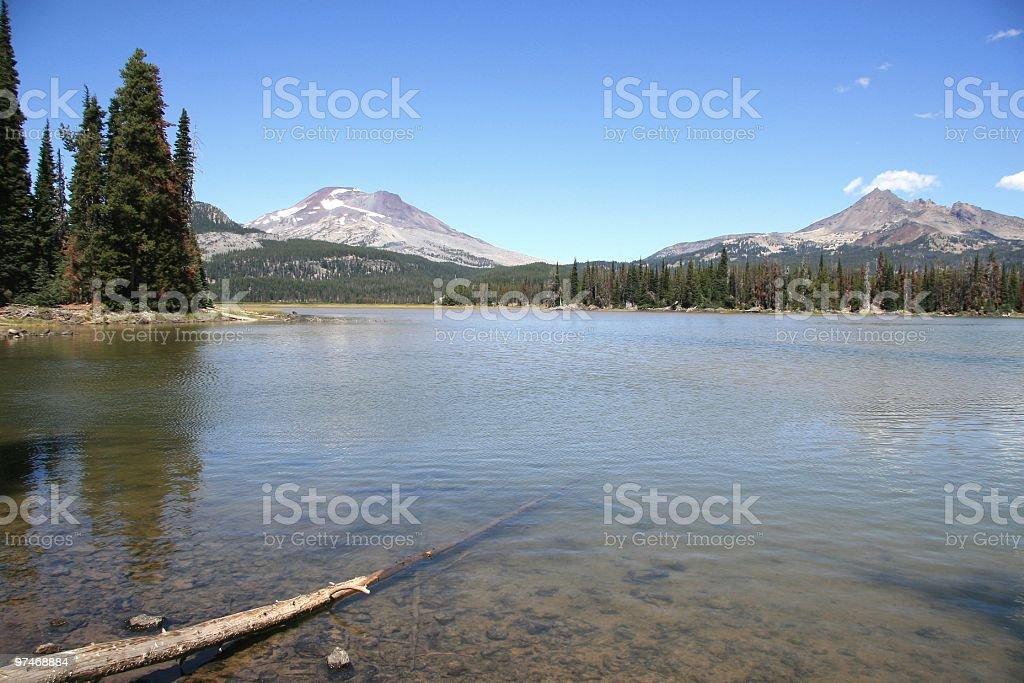 Sparks Lake, Mount Bachelor and Broken Top Mountain, Oregon, USA stock photo