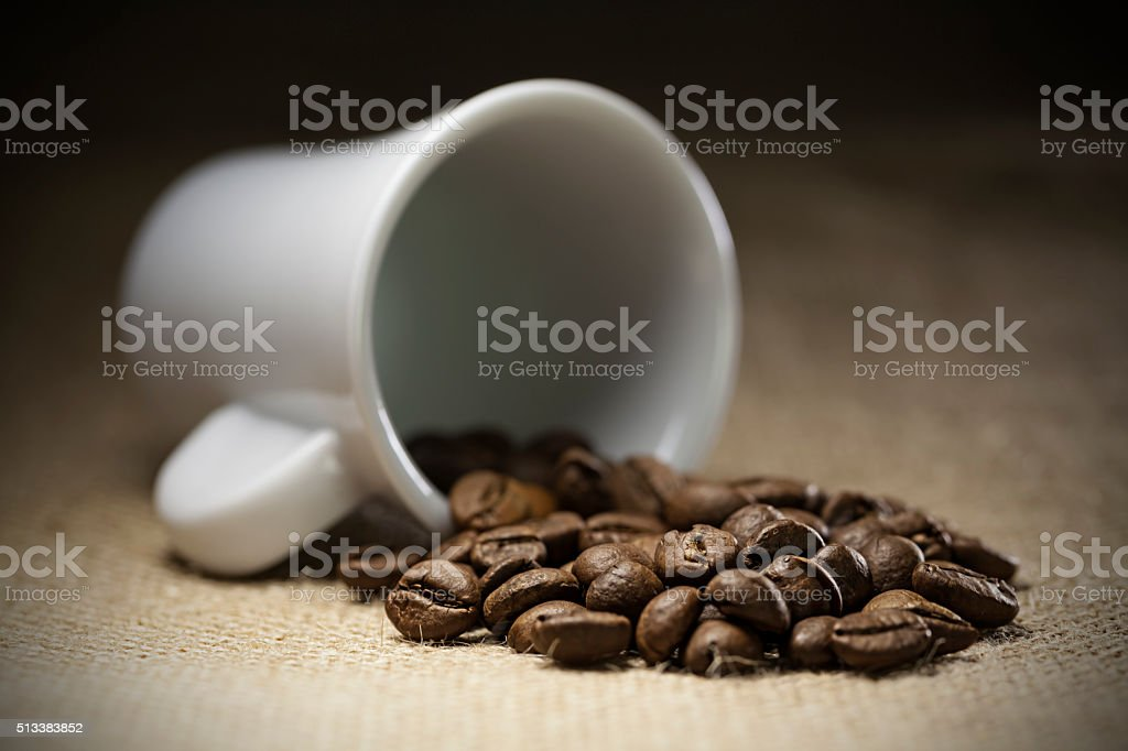taza de cafe derramado stock photo