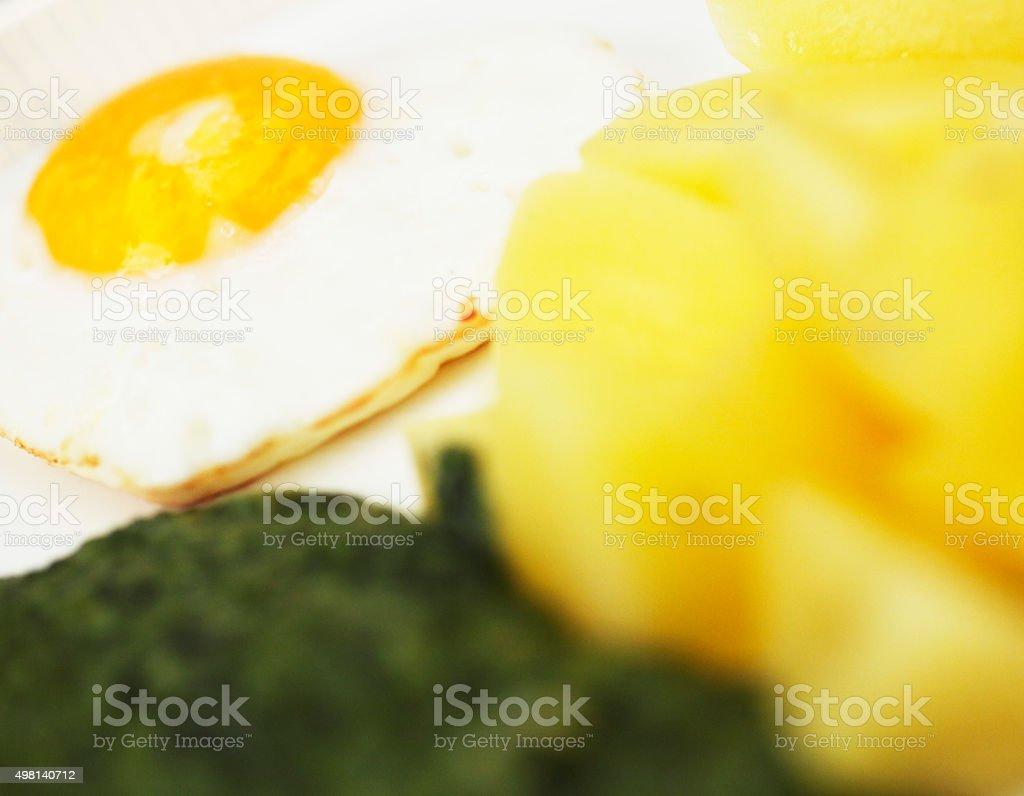 Spinat mit Kartoffeln und Spiegelei stock photo
