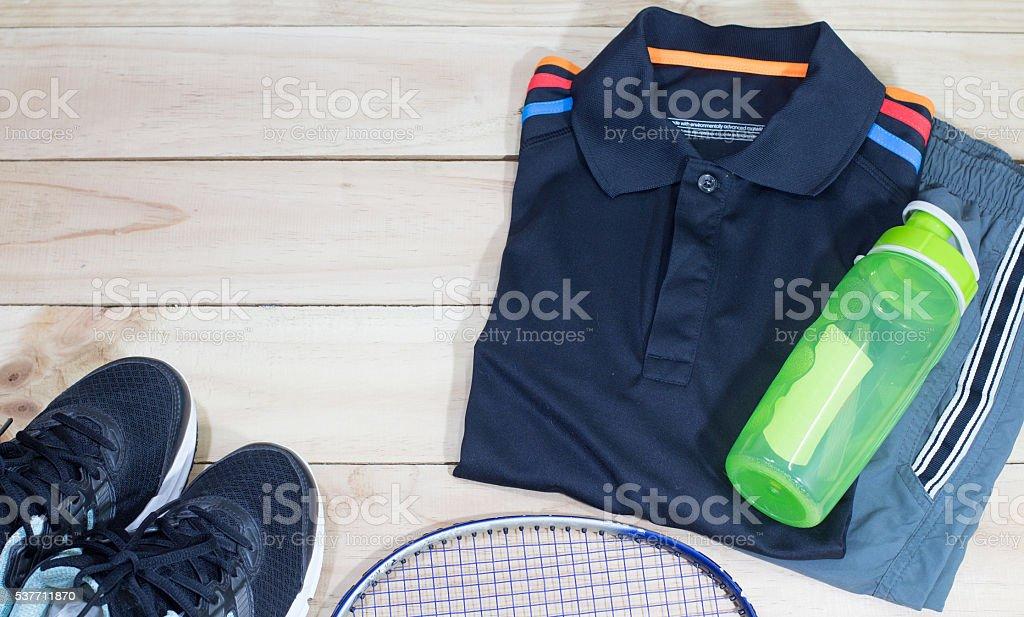 sportswear and earphones mobile-phone lifestyle flat lay overhead view. Стоковые фото Стоковая фотография