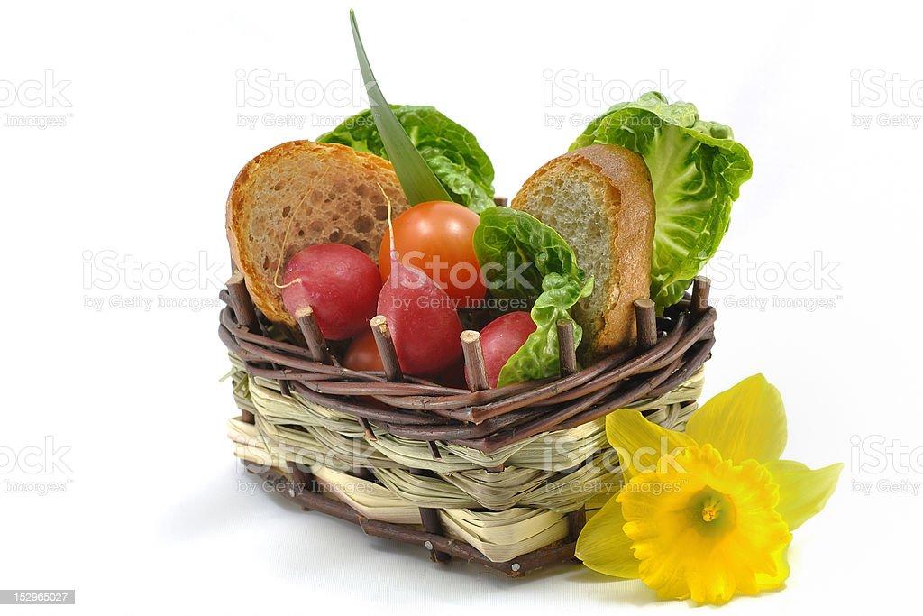 Cesta de legumes primavera foto royalty-free