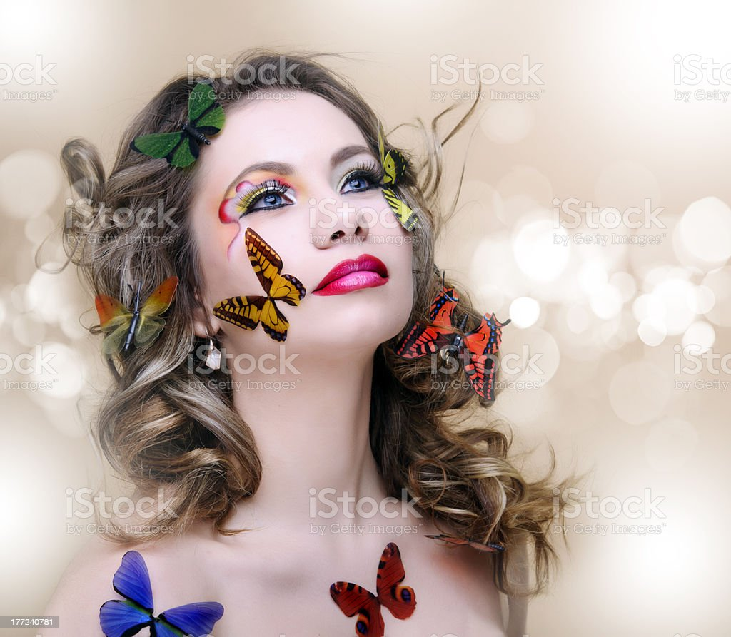 Femme de printemps avec des papillons photo libre de droits