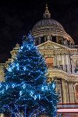 St. Pauls Cathedral at Christmas