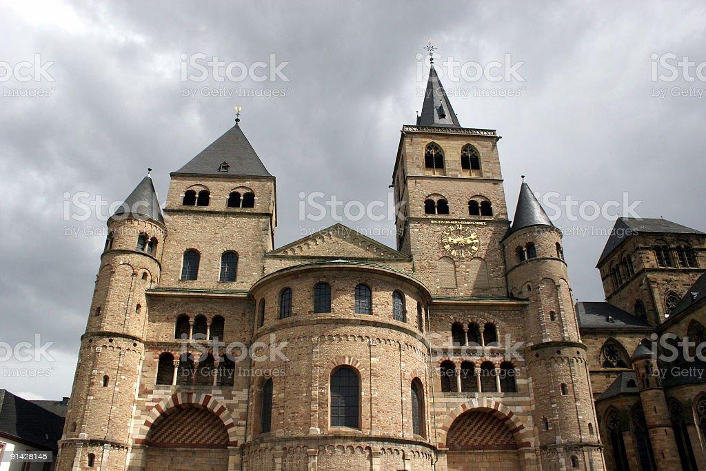 St. Peter Dom in Trier und Liebfrauenkirche rechts royalty-free stock photo