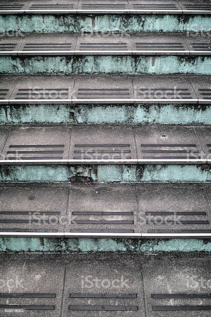 Escaliers de la passerelle piétonne photo libre de droits