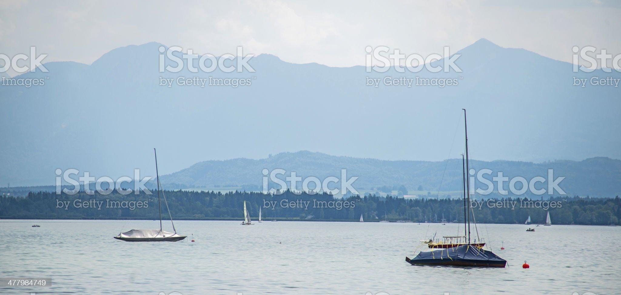 Starnberger See mit Bergen royalty-free stock photo