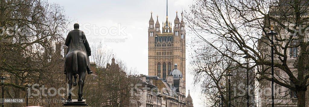 Statue and Parliament building Westminster London Lizenzfreies stock-foto