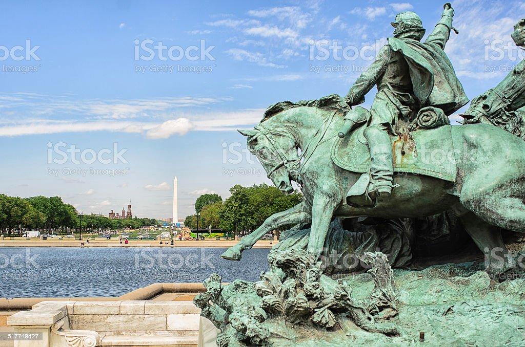 A estátua em frente de Capital hill foto royalty-free