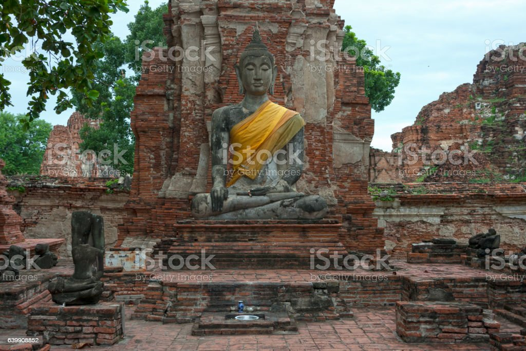 Statue of Buddha in Wat Mahathat – Foto
