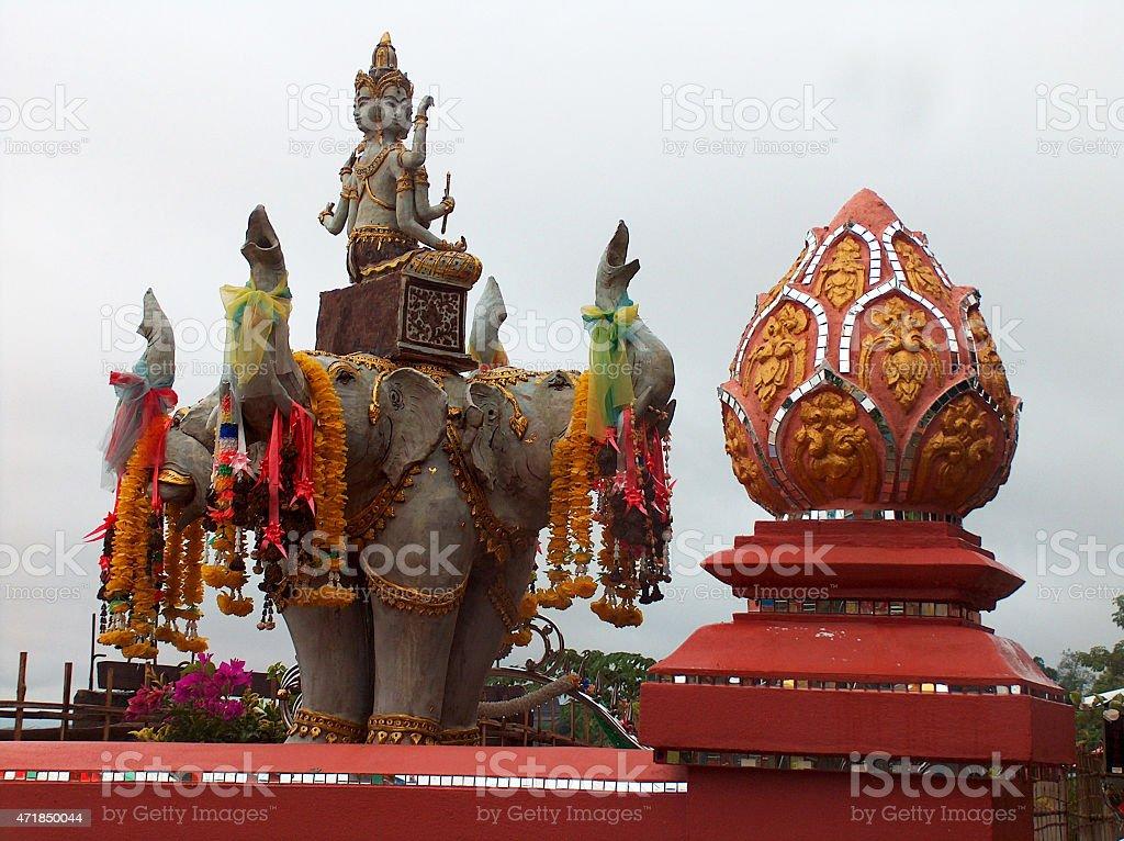 Estatua de elefantes en triángulo de oro de Tailandia foto de stock libre de derechos