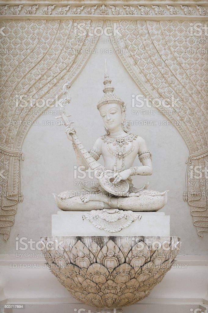 Statue de la mythique Homme jouant lute photo libre de droits