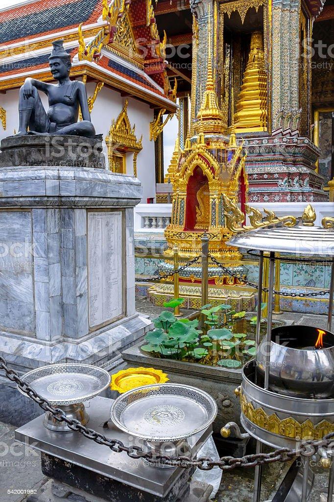 Statue of the hermit doctor Cheewaka Komarapach, Wat Phra Kaew foto royalty-free