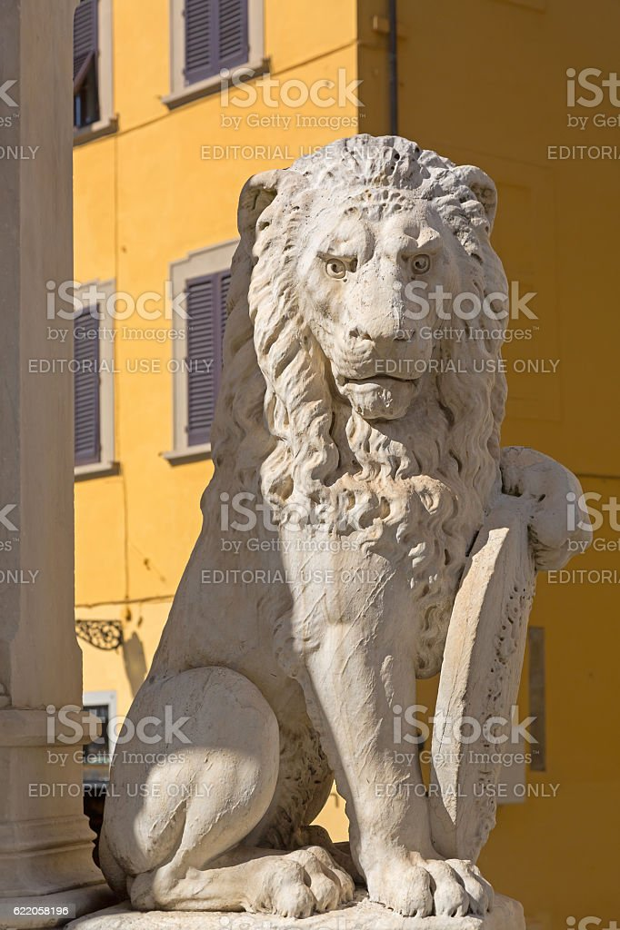 Status of Marzocco heraldic lion with shield in Florence, Italy stock photo