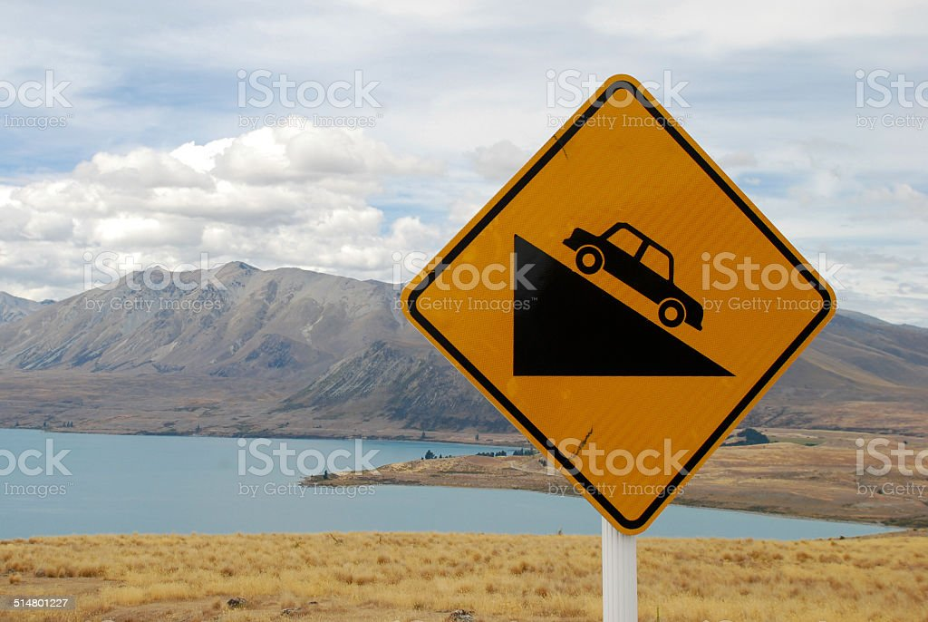 Steep hill street señal de Nueva Zelanda foto de stock libre de derechos