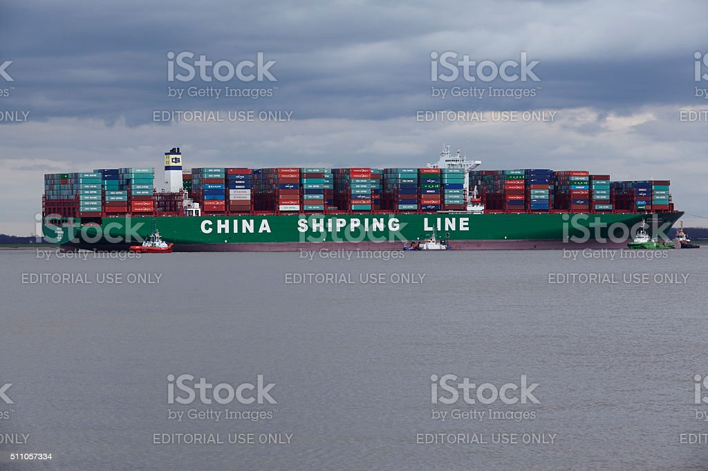 Steinkirchen - Container vessel lying on ground of the Elbe stock photo