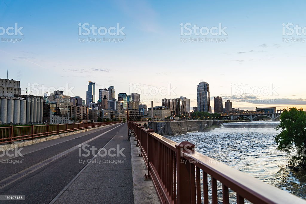 Stone Arch Bridge, Minneapolis Skyline and the Mississippi River stock photo