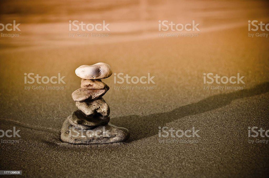 Steine gestapelt. Buddhismus Konzept der persönlichen Harmonie Lizenzfreies stock-foto