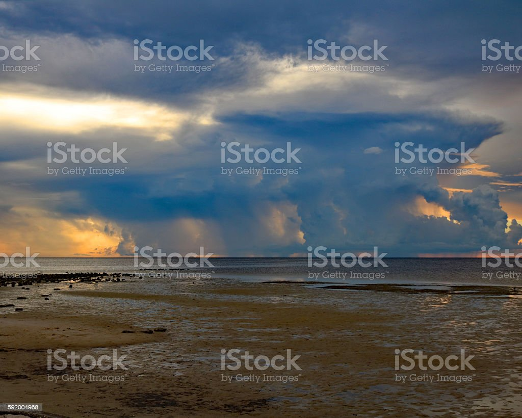 Storm clouds over the ocean sunset photo libre de droits