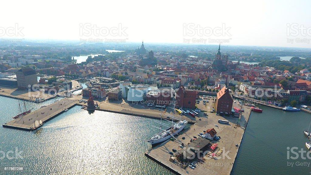 Stralsunder Hafen im Sommer mit Ozeaneum stock photo