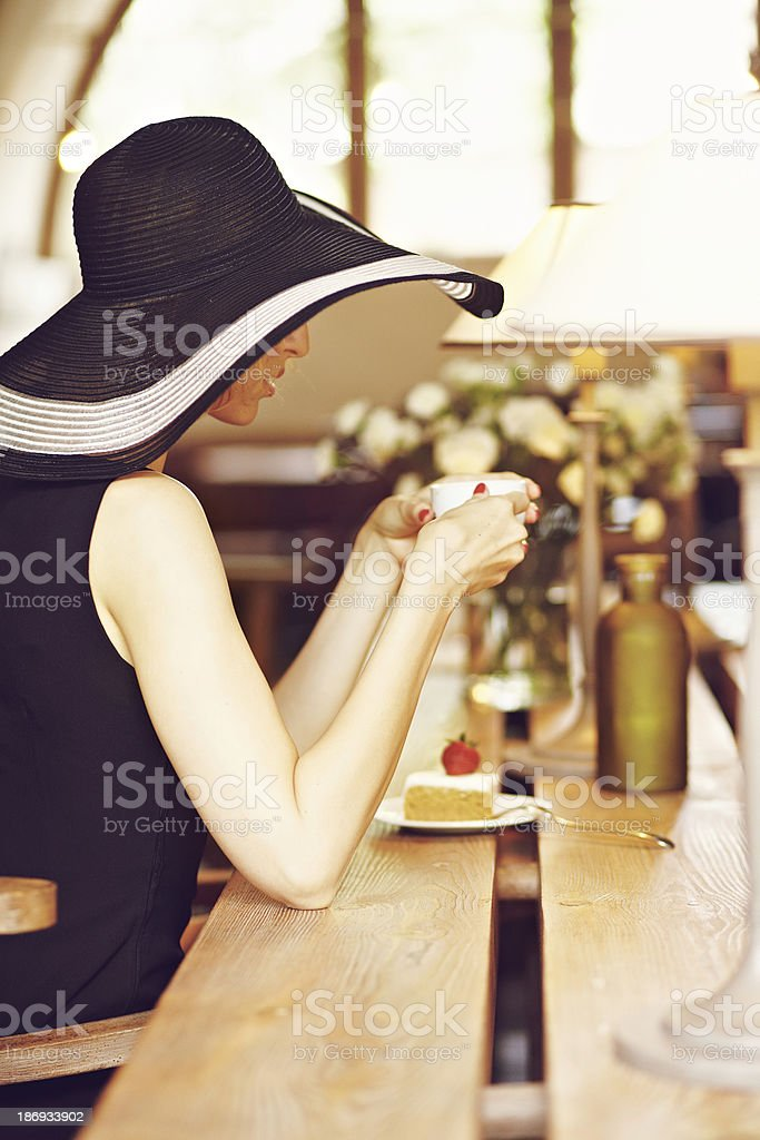Estraneo in un caffè foto stock royalty-free