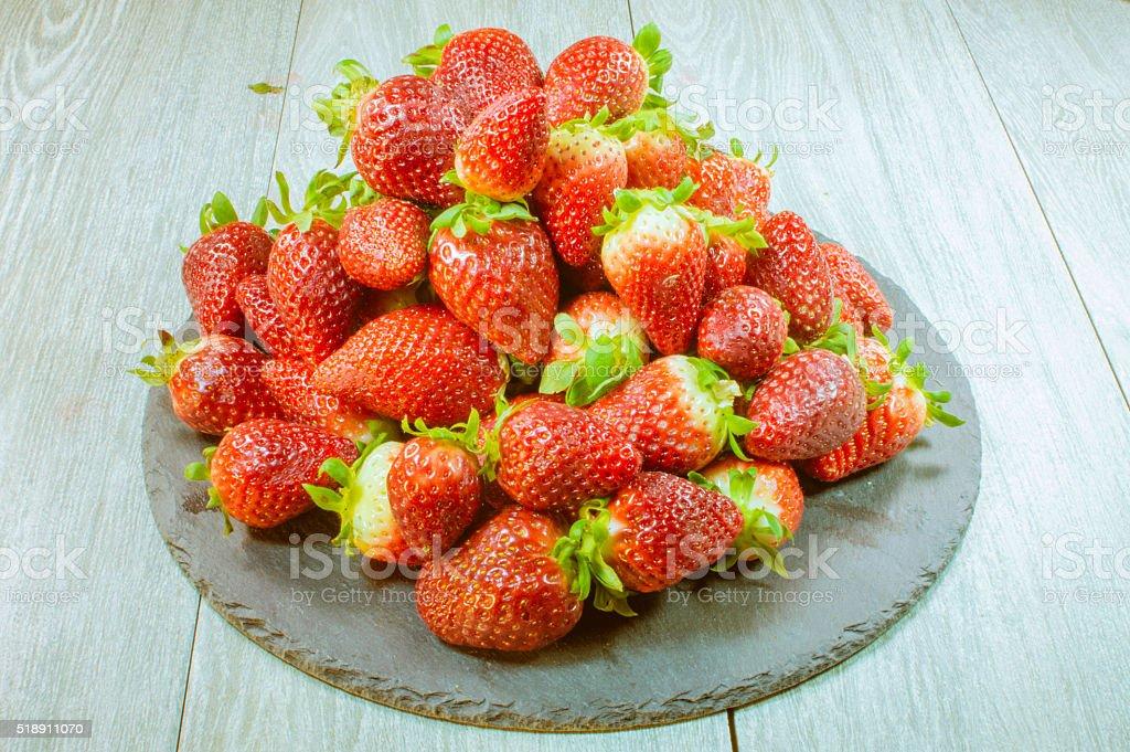 fresas sobre la Mesa photo libre de droits