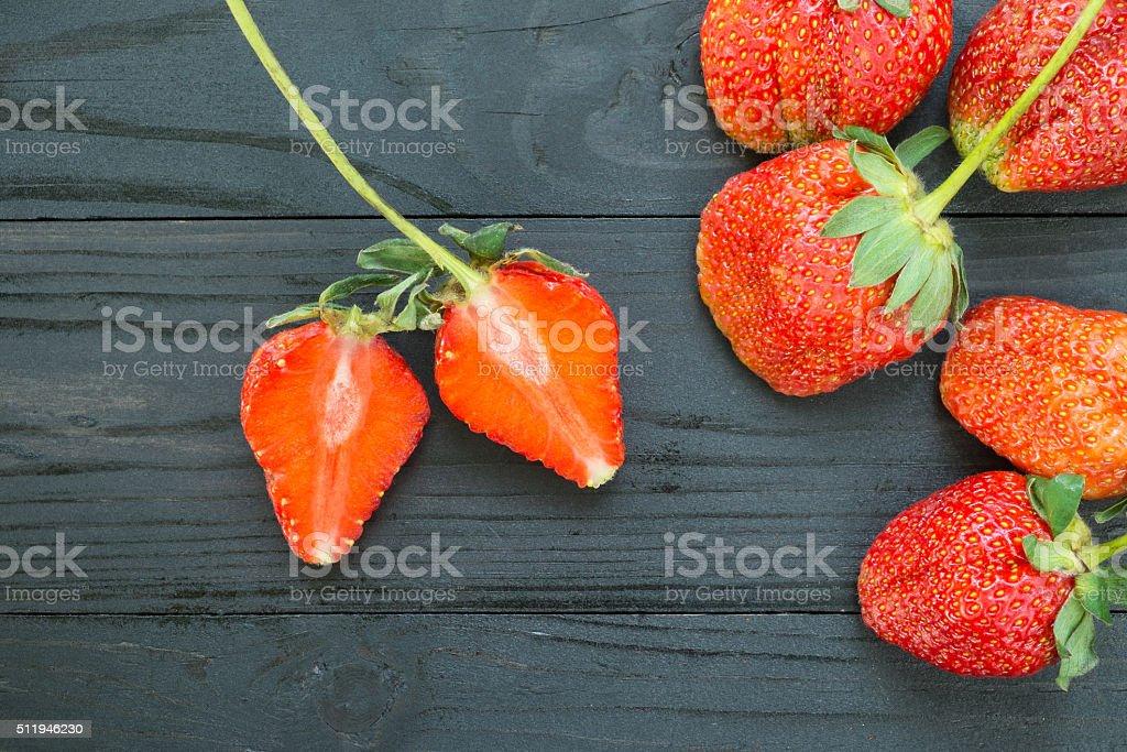 Erdbeeren auf hölzernen Hintergrund Lizenzfreies stock-foto