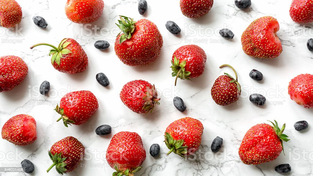 Strawberry and blue berry wallpaper foto de stock royalty-free