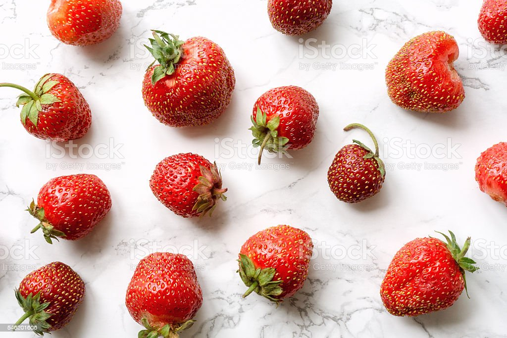 Strawberry on marble foto de stock royalty-free