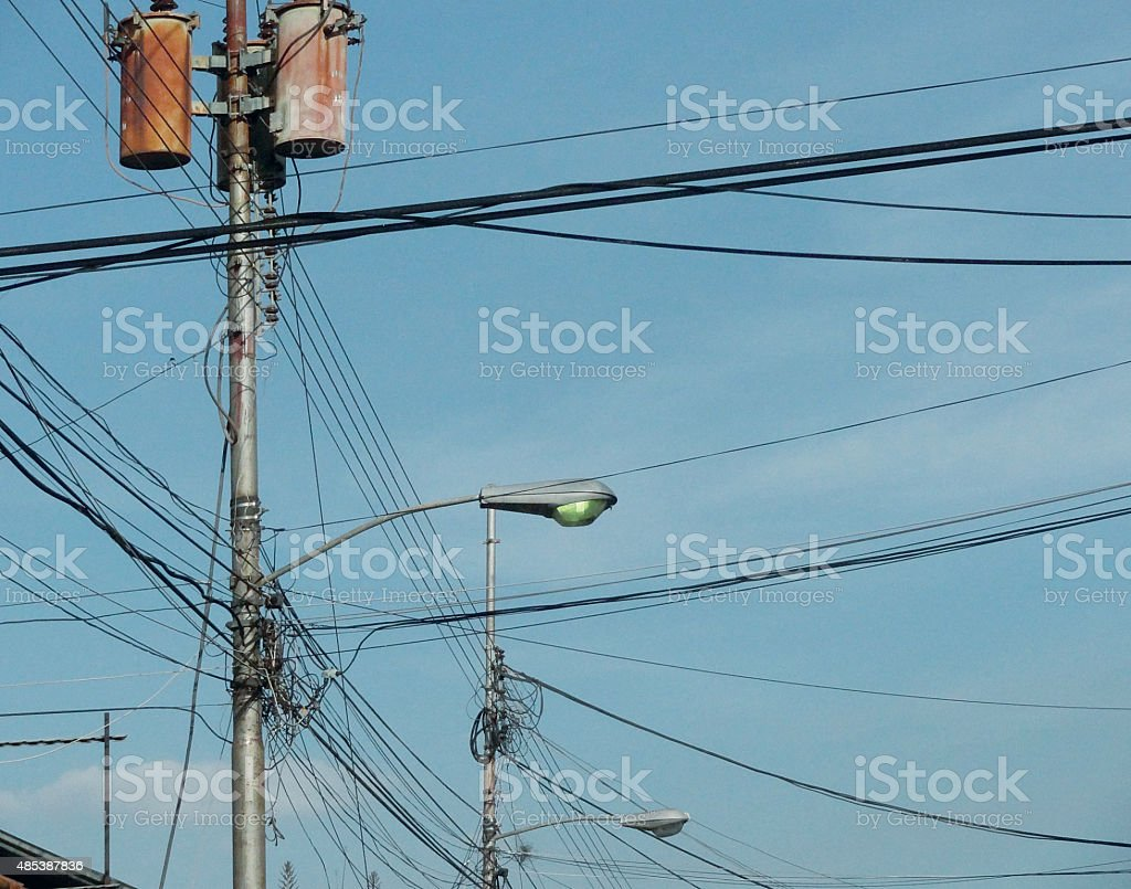 Street Light And Wires stock photo 485387836 | iStock
