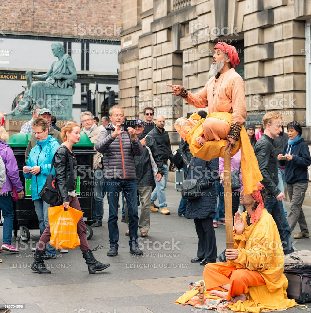 Street performers on the Royal Mile during Edinburgh's annual Festival stock photo