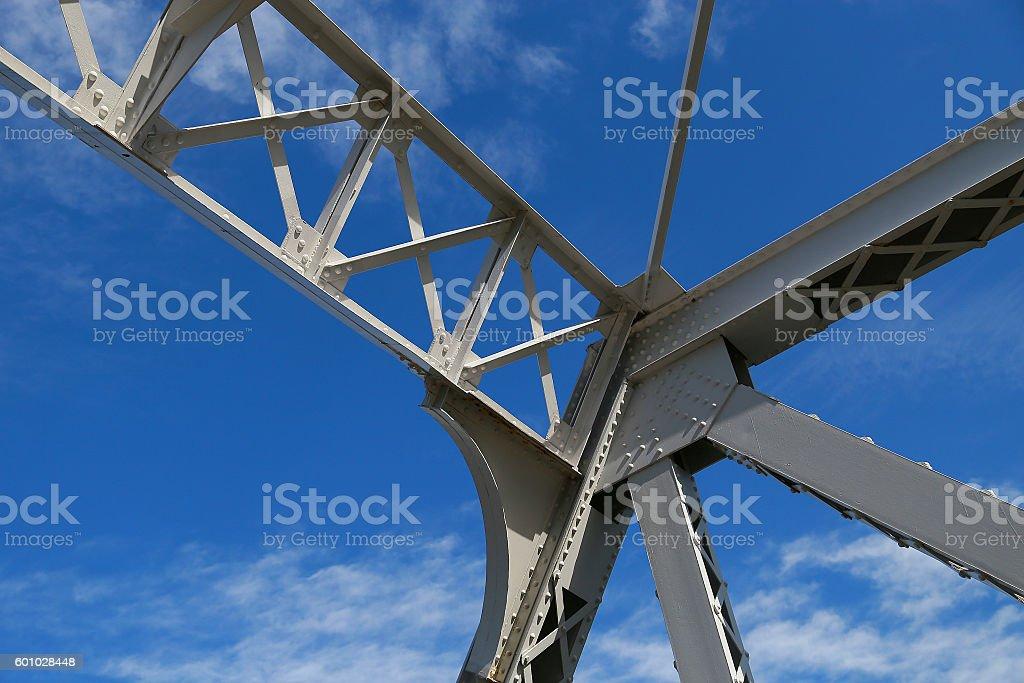 Structure of a blue sky and iron foto de stock libre de derechos