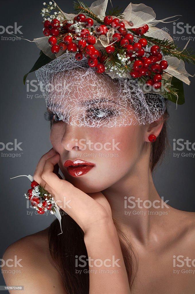 Estudio Retrato de mujer de belleza con rowan foto de stock libre de derechos