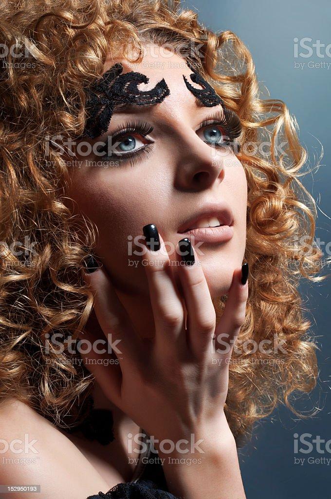 Estudio Retrato de glamour con golden cabello foto de stock libre de derechos