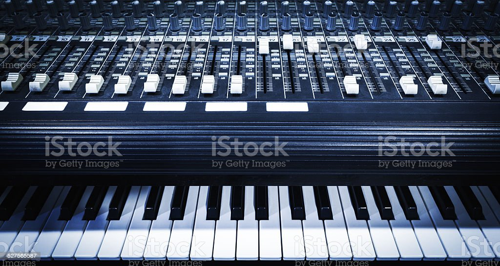 studio mixer & keyboard, electric piano, synthesizer in home studio /...